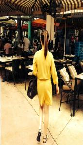 Turquesa: playsuit en lycra amarilla.