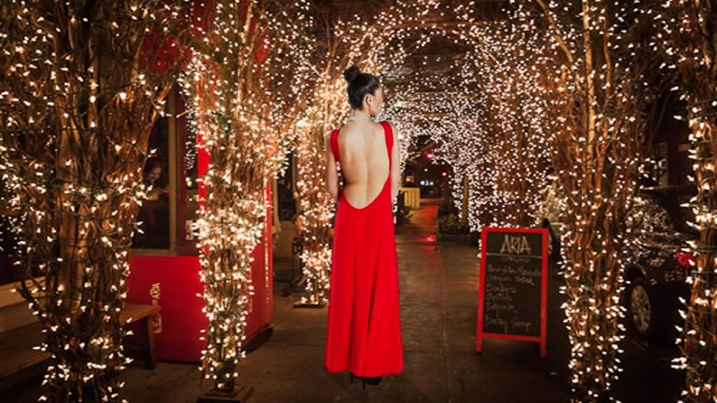Una espalda que lo dice todo, en rojo. Por Turquesa slow-fasion. Diseño de Irene Piedra Batalla.