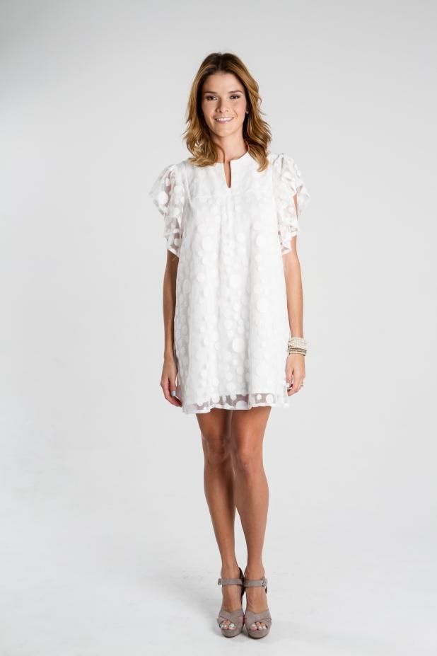 Mini vestido de encaje blanco, un diseño de Irene Piedra Batalla. Turquesa slow-fashion.