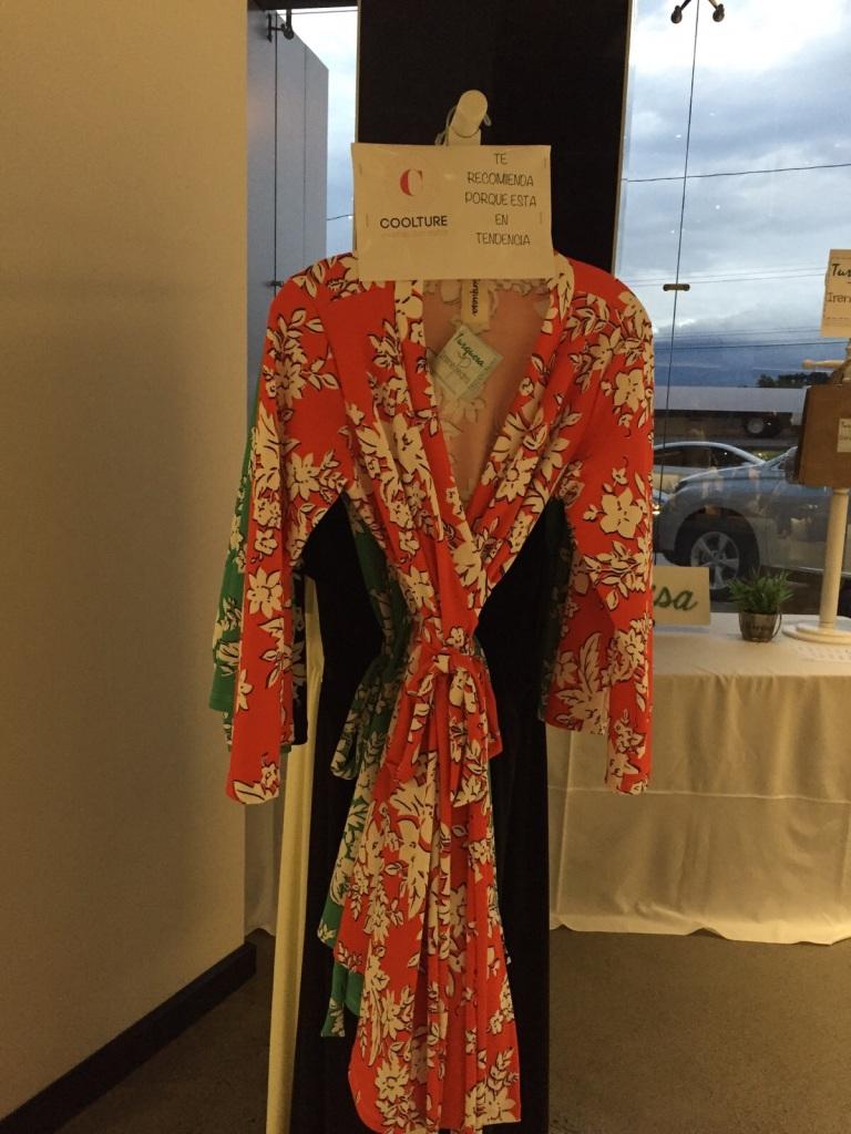 Vestido wrap de Turquesa Slow-Fashion, catalogado COOLTURE por las organizadoras